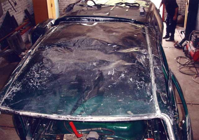 Автомобиль после двойного переворота с диагональным протаскиванием встречным ударом